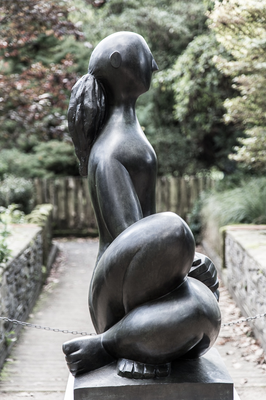 Femme Assise Mains Croisées - Baltasar Lobo